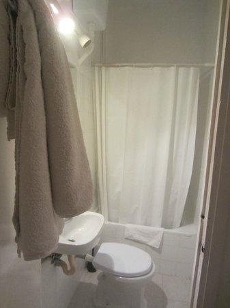 La Mimosa Guesthouse: Bathroom
