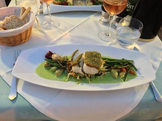chante mer : Fisch mit Muscheln an bohnen