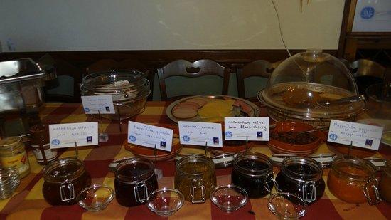 Kritsa Hotel : A rich variety of breakfast delicacies