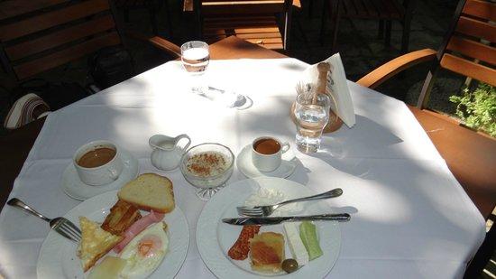 Kritsa Hotel : Time for breakfast at Kritsa