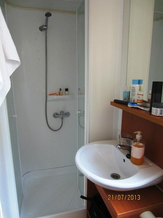 Zaton Holiday Resort : One of two identical bathrooms in Sunroller Mobile Home