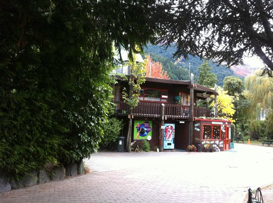 Queenstown Holiday Park & Motel Creeksyde: the entrance