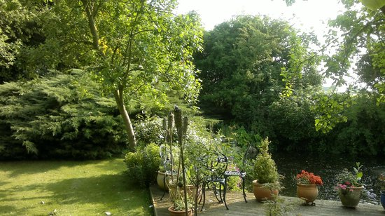 Orchard Pond Bed and Breakfast: Garden