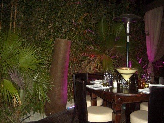 Baoli Beach Restaurant : Die Tische