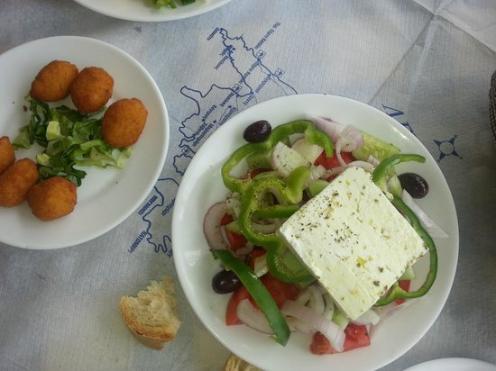 Liogerma : Horiatiki (Greek salad) and fried cheese with crumbles