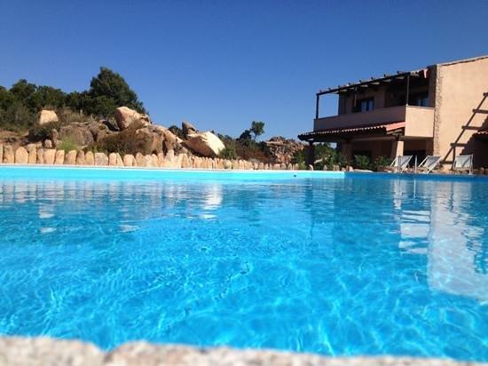 Resort Gravina - Costa Paradiso: piscina in giardino...che bello!