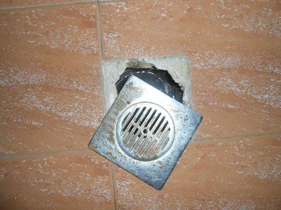 Hotel Gortyna: L'évacuation au milieu de la salle de bain