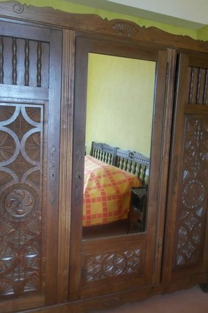 Hotel les Goelands: Superbe armoire.