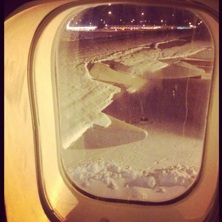 Jumbo Stay: Snow over the wings