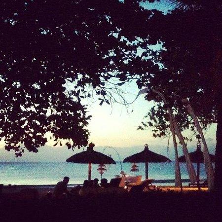Belmond Jimbaran Puri: закат на пляже