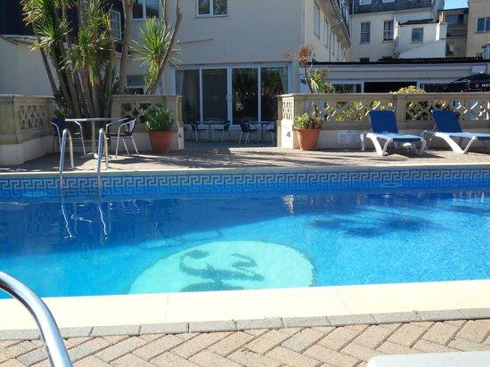 Hampshire Hotel: Pool/patio area