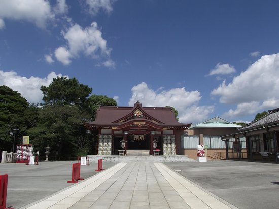 Inage Sengen Jinja Shrine: 社  殿  (右手が社務所)