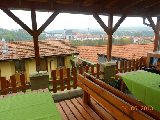 Penzion Svet: Picnic place behind the pension with a beautiful view of the city centre