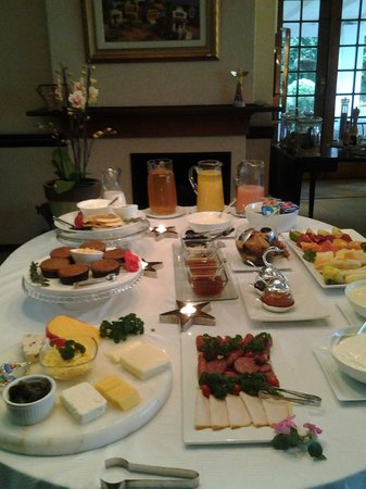 Admiralty Beach Guest House: Breakfast
