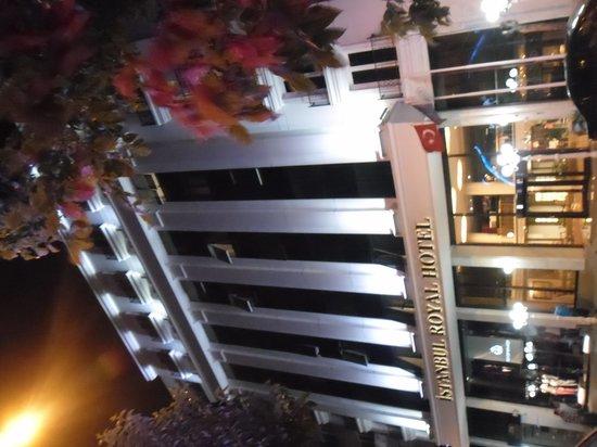 Istanbul Royal Hotel: L'esterno dell'hotel