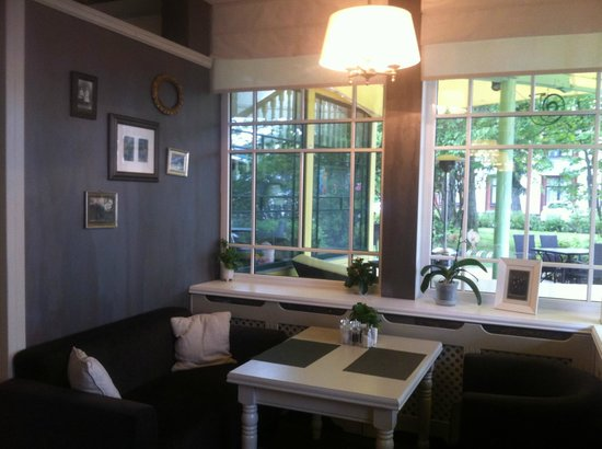 Villa Joma Hotel: Dining ecc.