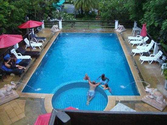 Sea Breeze Place: la piscina dalla nostra finiestra