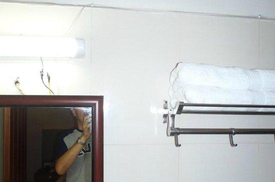 Hotel Pearl International: Impianti elettrici a vista
