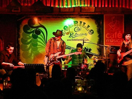 Corrillo Cafe Restaurante: TEXAS RESACA BLUES BAND