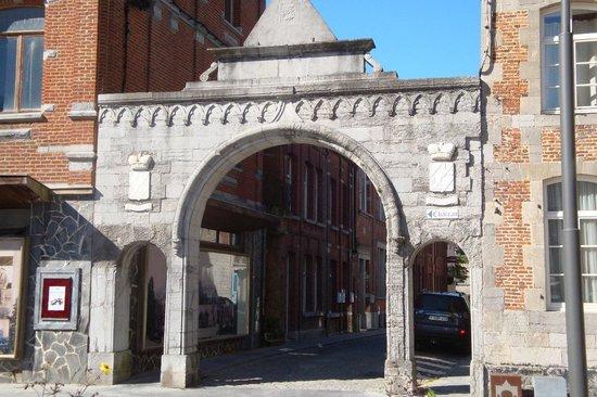 Château de Chimay : Le porche d'entrée du chateau (grand Place)