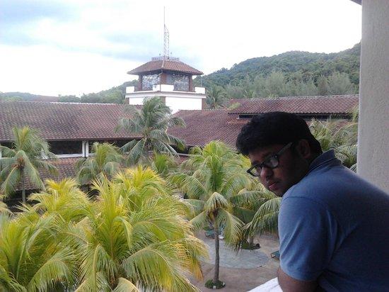 Lanai Hotel: hills view