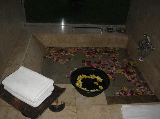 Puri Wulandari Boutique Resort: Bath area decorated