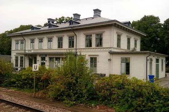 Hotell Lilla Station: Hotel from the station platform