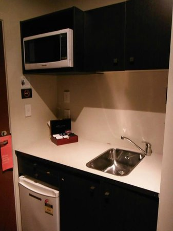 540 on Great South Motel: Kitchenette, room 11