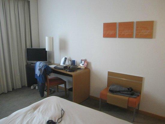 Novotel Barcelona Cornella: In camera la è presente un sistema tecnologico che abbina il TV al Mac per navigare su internet