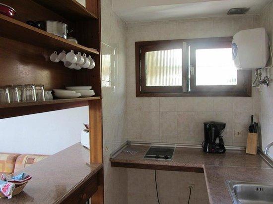 Africana Apartments: Kitchen