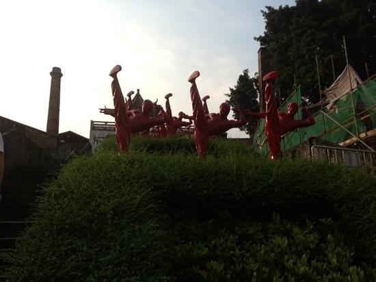 Nanfeng Ancient Kiln: kung fu statues