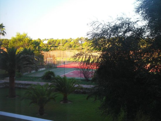 Exagon Park : Vue de notre chambre, terrain de tennis