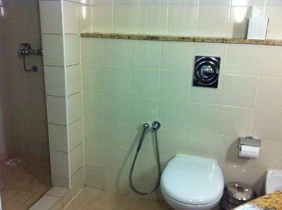Pearl City Suites: ensuite bathroom