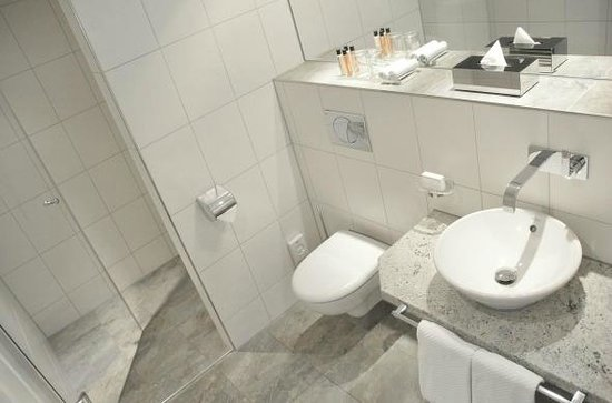 badezimmer mit großer dusche/ bathroom with big shower - bild von, Hause ideen
