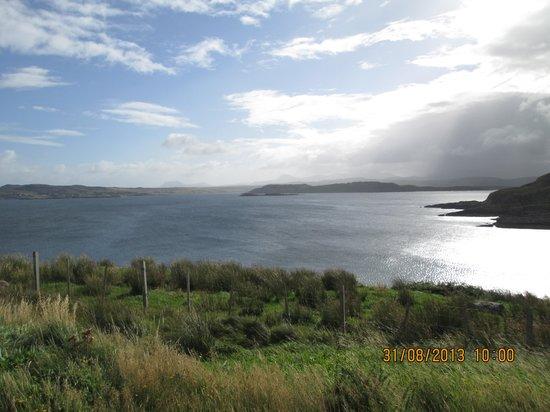 Poolewe Hotel : Overlooking Loch Ewe