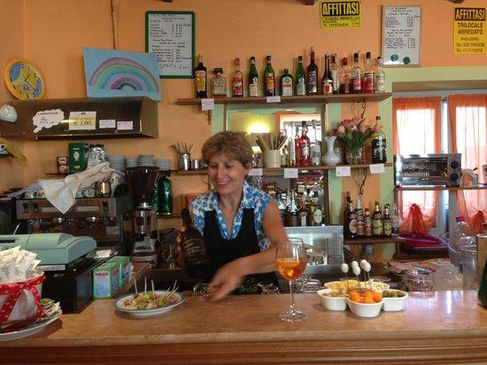 Bar Nuova Italia Di Cometta Silvana : SuperSilvy al lavoro sempre sorridente!!!!