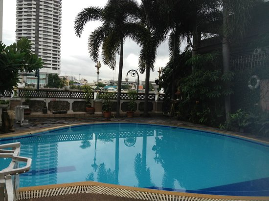 New Siam Riverside Guest House: the pool at 5am!