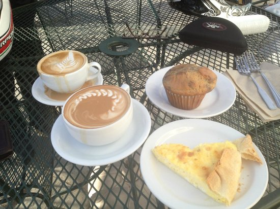 Cafe Dawn: coffee and muffins