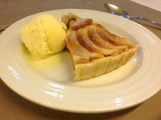 Gaviao Novo: Apple tart & ice cream