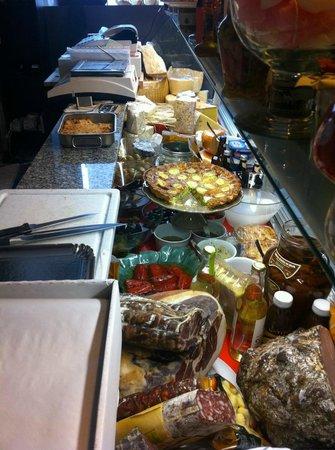 International Loulou : Charcuterie, anti pasti, fromage et plein d'autres bons choses a emporter