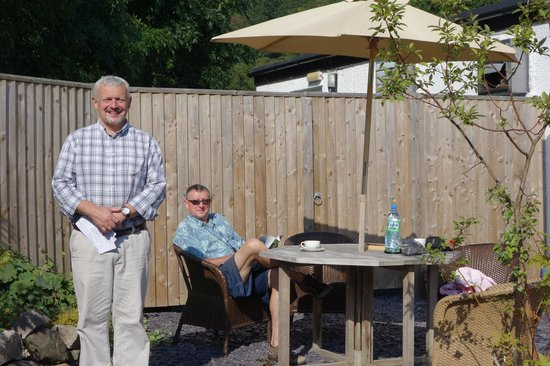 The Lion Inn: Taking coffee in the garden with Tim standing