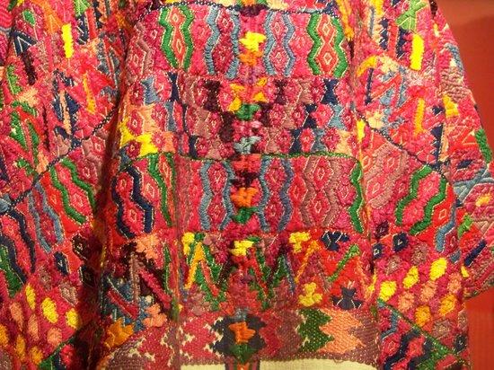 Museo Centro Cultural Altos de Chiapas: Centro Cultural Altos de Chiapas- embroidered huipil