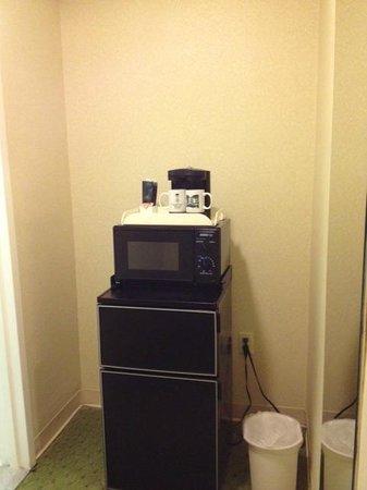 University Inn Washington DC: Coffee maker-Microwave-Refrigerator