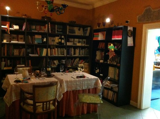 Libreria in sala da pranzo - Picture of In Plait - Libreria con ...