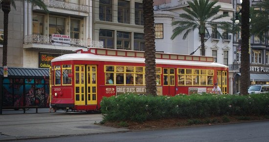 New Orleans Downtown Marriott at the Convention Center: New Orleans Street Car on Canal Street