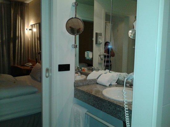 NH München Unterhaching: Bathroom
