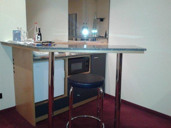 NH Munchen Unterhaching: Small kitchen