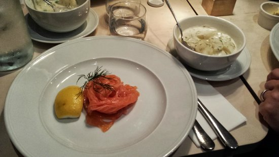 Tradition : Salmone con patate in salsa bernese