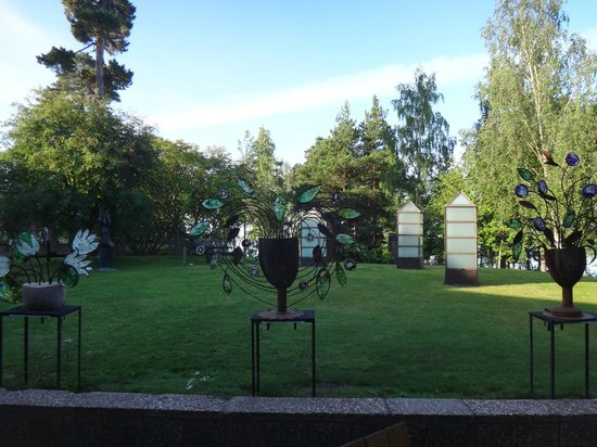 Hotel Hanasaari: arte in giardino