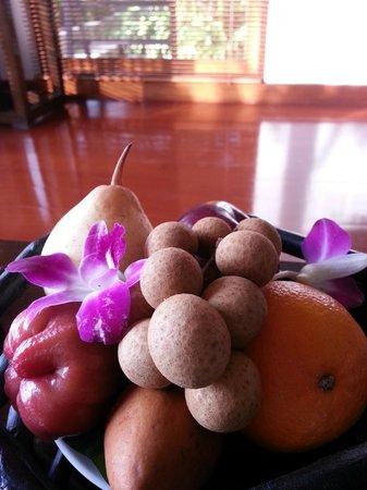 Ayara Hilltops Resort and Spa Surin Beach: Exotic Fruit Basket on Arrival